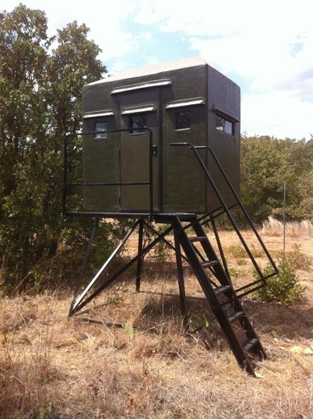 Texas deer stands hunting box blinds feeders deer stand for Deer blind images
